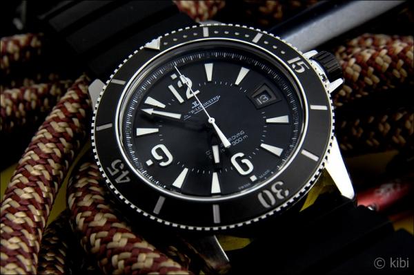 4af540b79 Pouzdro hodinek je vyrobeno z nerezové oceli a má průměr 42 milimetrů. Je  zajímavé, že původně měl být průměr 44 mm, ale profesionálové z jednotek  SEALs si ...